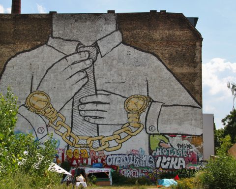 Photo of graffitti by @cocoparisienne via Pixabay